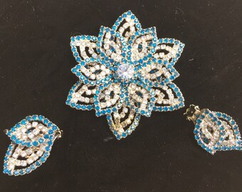 Vintage 1950's Brooch Jewelry Shades of Blue Sapparire Rhinestones Flower Brooch and Clip on Earrings