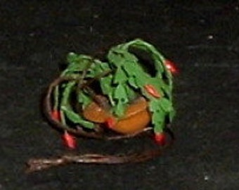 Miniature HANDMADE HANGING PLANT (G)