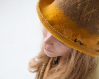 """Hat of felt """"Earth, sand and Sun"""""""