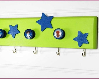 """Star Wars Kids Wall Organizer. 20"""" x 3"""" with 5 Knobs and 8 Hooks. Lime Green with Blue Stars & Kids"""