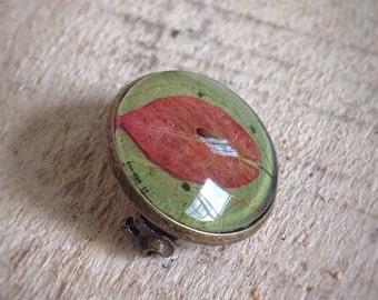 Dried flower lapel pin