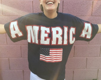 "Vintage 90s red, white and blue ""America"" crew neck shirt"