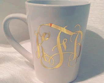 Monogram Coffee Mug. Personalized Coffee Cup. Gifts for her. Wedding Gift. Bridesmaid Gift. VINYL.