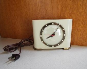 "Westclox ""Ben Franklin"" Electric Clock - Art Deco Modern 1930's Ivory Retro Desk Shelf Clock - Works"