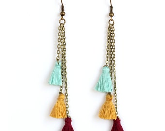 Earrings dangling 3 PomPoms on bronze chain