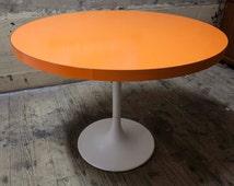 Table Formica orange feet orange vintage Tulip