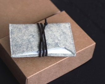 Minimalist Wool felt credit card case / business card holder.