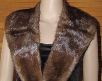 Très beau collet châle de fourrure  vintage de vison brun foncé / Vintage beautiful dark brown mink shawl collar