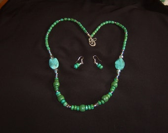 Natural Stone; Green Turquoise & Howlite Necklace set