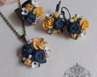 blueberry jewelry set, blueberry pendant, bridesmaids gift, blueberry bride, flower pendant, blueberry earrings, yellow pendant, custom