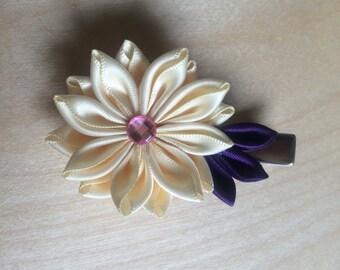 Cream-coloured kanzashi barrette