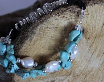 Bracelet with turquoise and metallic inserts, leather band