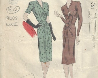 1940s WW2 Vintage VOGUE Sewing Pattern B34 DRESS (1612) Vogue 261
