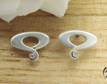 Silver earrings with brilliant
