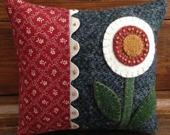 Kit; Sweet wool pincushion, great details//wool kit//pincushion