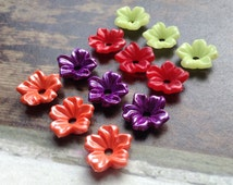 12 Vintage Lucite 14mm Colour Mix Flower Beads, 1960s, made in USA