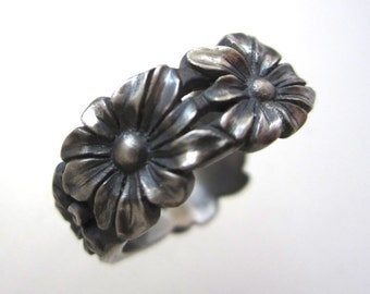 Sterling Silver Daisy Chain Ring Size 6 3/4, Hand Carved Daisy Ring, Five Daisy Ring, Silver Flower Ring