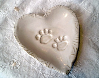White Dog Pottery Dish, Heart Dog Paw Plate, Cat Pottery Dish, Heart Cat Paw Plate, Paw Print Ceramic Plate, Pet Sitter Gift, Vet Gift