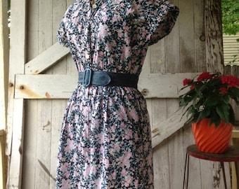 Sale 1980s jumpsuit floral jumpsuit 80s one piece 1980s culottes size medium Vintage jumpsuit cotton shirtwaist