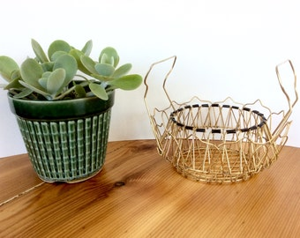 Wire Egg Basket, Gold. Collapsible Wire Egg Basket, Vintage French Farmhouse Kitchen Decor. Brass / Black.