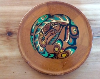 Whale and Raven Vintage Round Wood Tray : Native Style Souvenir Decorative Wall Hanging. 1960s Wooden Wall Plate, Rustic Canadian Wall Art.