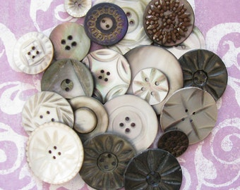 Halloween Artsy Supply...Fantastic Lot of Vintage Buttons