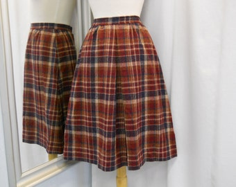 VTG 1970s 70s Plaid Skirt with Box Pleat Navy and Wine Plaid Wool Skirt 70s Fashion 70s Work Wear Knee Length 70s Secretary Skirt Size XS
