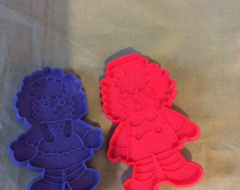 2 cookie cutters Raggedy Ann and Andy