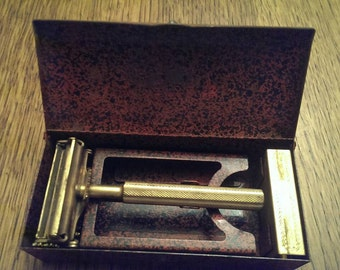 Vintage Valet Men's Razor in Metal box