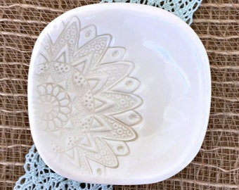 Elegant Square Ring Dish in Creamy Natural White w/ Lace Imprint - Wedding Ring Holder, Wedding Favor