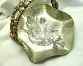 Beautiful Tulip Design Hand Hammered Aluminum Basket Dish Rodney Kent #429