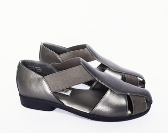 90's METALLIC pewter sandals // vintage fisherman sandals // leather uppers // size 8
