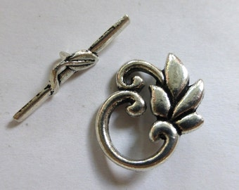 Antiqued Silver Floral Toggle Clasp  24x19mm (1)