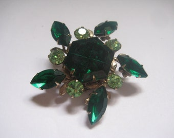 Unmarked Beauties Emerald Rhinestone Pin from the 50s or 60s