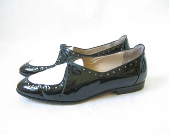 Vintage 80's Black and White Patent Leather Lace Up Oxfords. Size 6 1/2