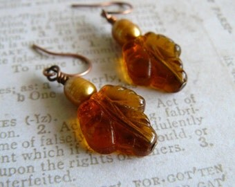 Autumn Leaf Earrings, Fall Color Jewelry, Amber Glass Leaves, Golden Brown Leaf Dangles, Gold Freshwater Pearl Jewelry, Autumn Earrings
