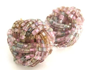 Vintage 1950s 1960s Twist Knot Seed Bead Earrings in Pink and Gray / Clip Earrings
