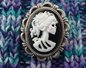 Skull lady cameo pin
