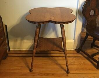 Victorian c1890's 4 Leaf Clover Golden Warm Wooden Tiger Oak End Table Wood Spooled Spindle Legs