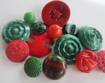 Vintage Buttons - Cottage chic mix of green and red, lot of 16 old and sweet( oct 122)