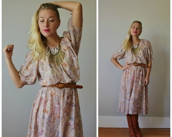 ON SALE 1970s Rose Brush Day Dress >>> Extra Small to Medium