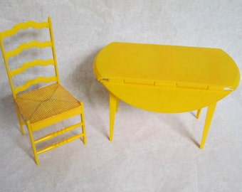 1970Barbie Dreamhouse Yellow Table and Chair