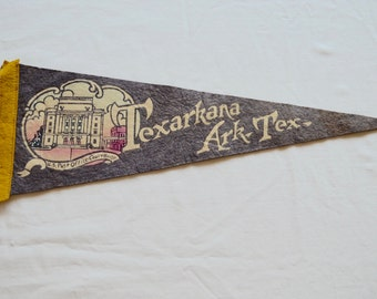 Vintage TEXARKANA Arkansas Texas felt pennant souvenir