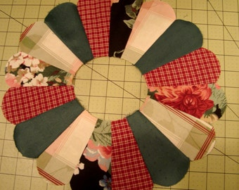 Dresden Plate Quilt Blocks, Quilts, Crafting, Quilt Blocks, Fabric Quilt Blocks, Quilt Fabric, Dresden Plate
