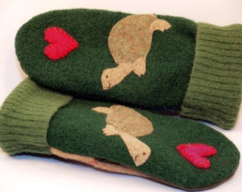 Sweater Mittens Recycled Wool Green Beige Red Turtle Applique Leather Palm Fleece Lining Eco Friendly Size S/M