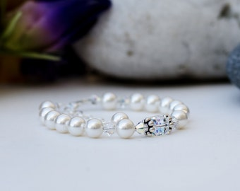 White pearl and Swarovski crystal sparkly bracelet