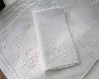 Embroidered Cotton Placemat Set/8 with Napkins and Table Runner in White Vintage 1940's