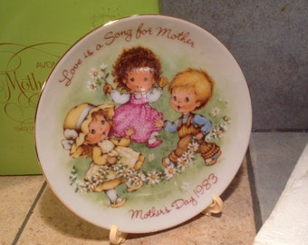 1983 Avon Mother's Day Plate in the Original Box