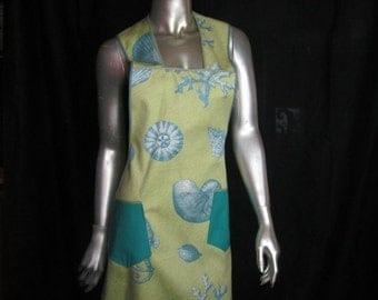 Seashell Graphic 1940's Style Apron -Light Weight Cotton Full Apron with Pockets - Large Sea Shell and Coral Graphic - Retro Sea Theme Apron