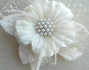 Wedding Hair Accessory, Bridal Headpiece, Silk Flower Hair Clip, Ivory Silk Floral Headpiece